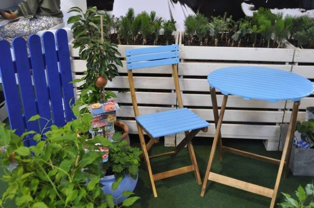 błękitny stolik i krzesło szafirowy płotek