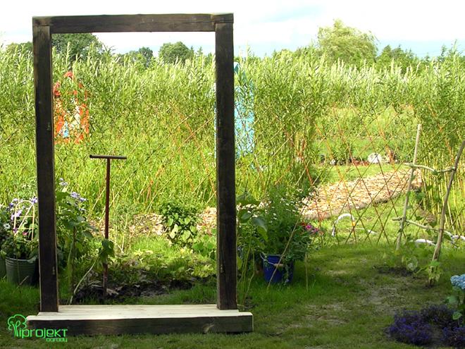rama drzwi w ogrodzie IPROJEKT