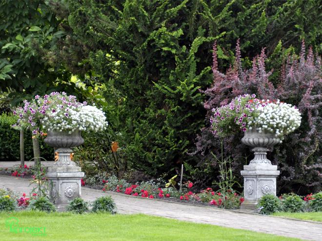 dostojne donice wypełnione kwiatami ogród botaniczny IPROJEKT